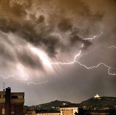 Pioggia di fulmini su Bologna ..