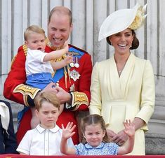 It's a Family Affair for Trooping the Colour! It was very much a family affair as Prince Louis made his debut for Trooping the Colour, the Queen's annual birthday parade. William Kate, Prince William Et Kate, Prince George Alexander Louis, Kate Middleton Prince William, Princesa Charlotte, Princesa Diana, Prince Georges, Princess Kate, Real Princess
