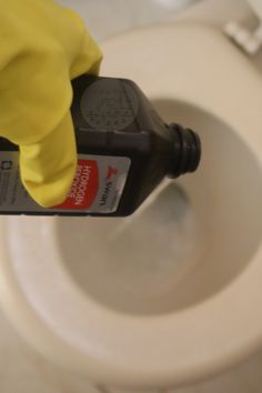 Whilst it may not be possible to sanitize your complete house in one day, you can certainly do it in less than per week with these deep cleaning hacks! Household Cleaning Tips, Deep Cleaning Tips, Toilet Cleaning, House Cleaning Tips, Diy Cleaning Products, Cleaning Solutions, Spring Cleaning, Cleaning Hacks, Cleaning Schedules