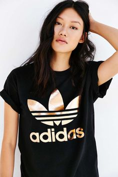 adidas Originals Rose Gold Dougle Logo Tee - Urban Outfitters  Strl XS-S