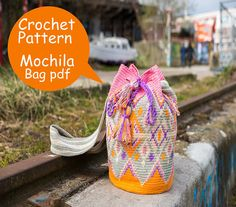 Mochila bag pattern, easy to read crochet tutorial with round-by-round instructions, how-to photos, charts and lots of tips & tricks. Make your own beach bag! What will you receive: - 2 PDF files, 1 in English and 1 in Dutch, each PDF contains 31 pages. In the PDF pattern tutorial you