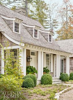 We didn't think the Blue Ridge mountains could get any more gorgeous, but it has happened. Atlanta architect D. Stanley Dixon and interior designer Heather Dewberry have made even more magic in the Blue Ridge Mountains of North Carolina. From the wood ele Carolina Do Norte, North Carolina, Cottage Design, House Design, Loft Design, Patio Design, Design Exterior, Exterior Paint, Beach Cottage Style