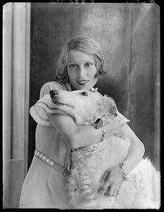 (♥) Madame Maeterlinck (Renée Dahon), 1931 (André Kertész)