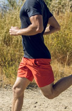 The best running short outfits to rock a casual look - Outdoor Click David Laid, Sport Fashion, Mens Fashion, Gym Outfit Men, Bodybuilding, Mens Activewear, Mens Fitness, Fitness Shirts, Fitness Gear
