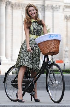 9ddf5cfe6f68b Kelly Brook goes on a bike ride with Boris Johnson. but her heels might  cause some trouble