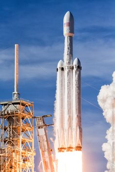 Photos: Launch pad cameras capture Falcon Heavy's fiery liftoff – Spaceflight Now