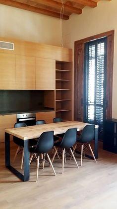 mesa comedor industrial madera y hierro pelikan 2 Flat Interior, Apartment Interior Design, Metal Furniture, Furniture Design, Kitchen Decor, Kitchen Design, Loft House, Dining Table Design, Wood Table