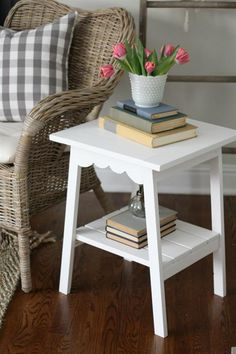 Farmhouse style end table with scallop edging. This is an easy build and a quick weekend project. Perfect for a space space. Can be used as a bedside table or plant stand as well!