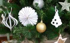 Restyle Relove: Our Rustic Green Christmas Tree: DIY rustic decorations