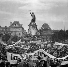 Une manifestation de syndicats ouvriers place de la République, pendant mai 1968.