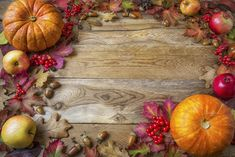 Frame of pumpkins, apples, acorns, berries and fall leaves on wooden background. Thanksgiving background with seasonal vegetables and fruits. Thanksgiving Punch, Thanksgiving Background, Thanksgiving Signs, Thanksgiving Traditions, Thanksgiving Centerpieces, Thanksgiving Appetizers, Thanksgiving Outfit, Thanksgiving Recipes, Watermark Design
