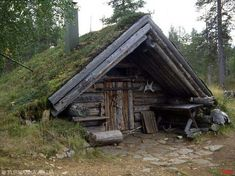 Tupa sod roof cabin We'll make this for our AirBnB guests on the ranch. Viking House, Hunting Cabin, Underground Homes, Log Cabin Homes, Log Cabins, Earth Homes, Cabins And Cottages, Cabins In The Woods, Vikings