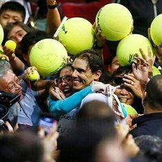 #spreadthelove #loveistheanswer @rafaelnadal  Photo/Foto: http://ift.tt/2caKYSS  #rafaelnadal #rafanadal #nadal #rafa #hug #love #fan #nike #babolat #españa #kid #tennis #tenis #atp #wta #tennisplayer#grandslamwinner #grandslamchampion #thekingofclay #peace #paz #rafaholics #allyouneedislove