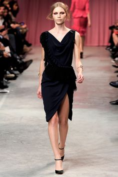 Nina Ricci Spring 2011 Ready-to-Wear Collection Slideshow on Style.com