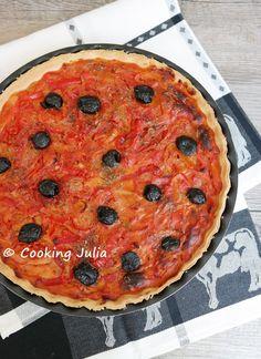 Pour mettre un peu de couleur dans les assiettes, je vous propose ce soir une tarte monochrome très riche en goût. Avec la tomate et les oli...