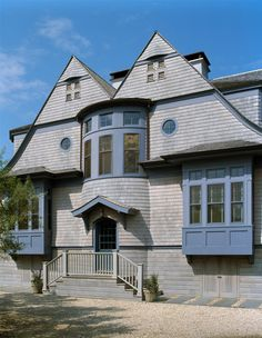 Architectural details / windows and roof line Shingle Style Architecture, Shingle Style Homes, Craftsman Style Homes, Architecture Details, Traditional Exterior, Traditional House, Modern Colonial, Cedar Shingles, Beach Cottage Style