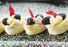 Voil au vent de frutas silvestres, bonito assim e no seu evento, só com a Família Raposo Gastronomia. contato@familiaraposo.com.br #gastronomia #buffet #gourmet