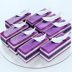 Purple cake, purple dessert, blackberry topping cake, purplecheese cake, – Appetizer Recipes - New ideas Purple Desserts, Purple Cakes, Fancy Desserts, Köstliche Desserts, Plated Desserts, Mini Cakes, Cupcake Cakes, Patisserie Fine, Opera Cake
