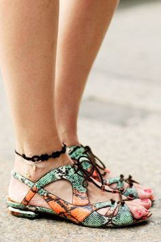 Nicholas Kirkwood sandals –more street-spotted accessories after the jump!