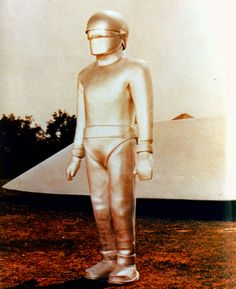 Color publicity photo from the motion picture THE DAY THE EARTH STOOD STILL.