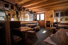 Törggelen im wunderschönenen Rafflerhofkeller am Rateiserberg Gourmet Südtirol