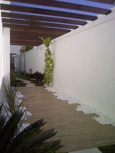 detalhe casa condomínio vivendas do bosque - barra da tijuca (piso sob pérgola em porcelanato padrão madeira - projeto Margareth Salles