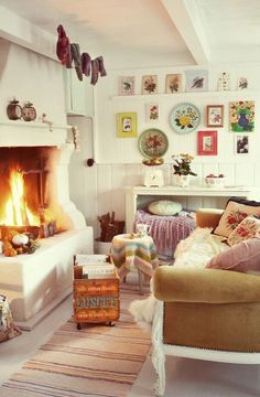 Gorgeous, cosy lounge room. I want to sit there with a book and a nice cup of tea....