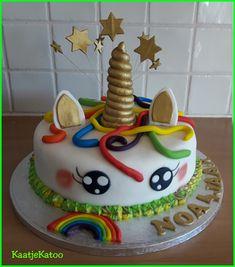 Gouden Unicorntaart Birthday Cake, Desserts, Food, Tailgate Desserts, Birthday Cakes, Deserts, Eten, Postres, Dessert