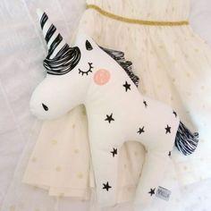 Coussin licorne de Bobby Rabbit - unicorn -enfants - bébé - baby - kids - décoration - doudou