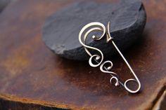 Swirly bronzo o argento pin scialle sciarpa pin di Keepandcherish