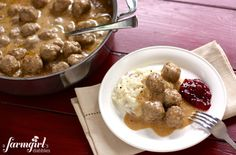Swedish Meatballs Recipe: If we ever make meatballs it's always of the italian variety. But you can only have meatballs the same way for so many years right? Beef Recipes, Cooking Recipes, Yummy Recipes, Yummy Food, Swedish Meatball Recipes, Key Food, Beef Dishes, Entrees, Dinner Recipes
