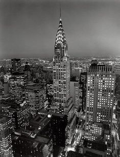 Completed in 1930 in New York, United States. In a skyline that has developed New York as a destination for architects and city lovers alike, the Chrysler Building by William Van Alen is. Chrysler Building, New York Architecture, Architecture Images, 1920s Architecture, Manhattan Skyline, Nyc Skyline, Empire State Building, Image New, Photographie New York