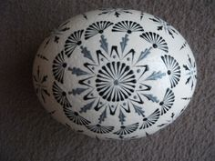 Pštrosí kraslice 3 One Stroke Painting, Easter Eggs, Diy And Crafts, Decorative Plates, Wax, Rocks, Doodles, Paper, Design