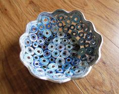 i made this bowl basket from magazines, newspapier - stable - surface washable Measurements appr. : - diameter at the top 21 cm / 8,26 - diameter at the bottom 9 cm / 3,54 - height 7 cm / 2,75