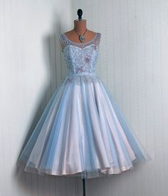 Cinderella #dress #retro #partydress #fashion #vintage #promdress #cocktail_dress #highendvintage #feminine #lace