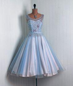 Cinderella #dress #retro #partydress #fashion #vintage #promdress #cocktail_dress #highendvintage #feminine #lace