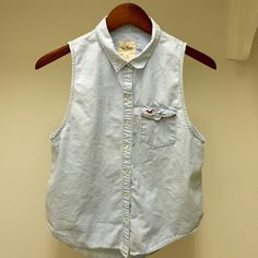 Pearl Snap Light Jean Sleeveless Button Up SMALL Adorable sleeveless button up from Hollister. Pearl snaps up the front with a pearl snap from left breast pocket. Barely worn! Hollister Tops Button Down Shirts