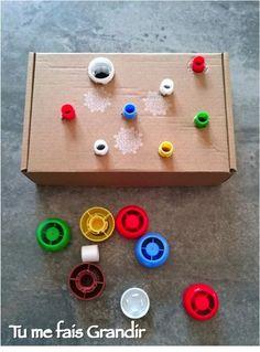 Bouchons à visser et dévisser {Activité} Montessori Toddler, Montessori Activities, Infant Activities, Educational Activities, Preschool Activities, Games For Kids, Diy For Kids, Crafts For Kids, Motor Skills Activities