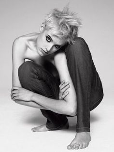 Agyness Deyn is probably one of the only models who can really express stereotypical tough masculinity in some photos and alabaster-like fe. Androgynous Models, Androgynous Fashion, Agnes Deyn, Dr. Martens, Editorial Photography, Fashion Photography, Short Hair Model, Jaba, Strike A Pose