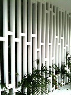 awesome 125 Attractive White Privacy Fence for Compliment your Outdoor Space https://homedecort.com/2017/04/attractive-white-privacy-fence-for-compliment-your-outdoor-space/