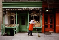 Vesuvio Bakery, New York, USA by photographer Steve McCurry. This links through to an amazing gallery of his images, all relating to bread. Do also click through to view other galleries, such as his stunning individual portraits. Steve Mccurry, Lebanon Food, World Press Photo, Shop Facade, Our Daily Bread, India Food, Little Italy, We Are The World, Street Photography