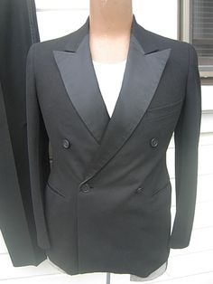 1930s tuxedo-- wide pointed lapels of ribbed satin.  Every tuxedo from this era I've seen (so far) has this type of lapel, with ribbing, too.