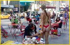 http://www.presenciarddigital.net - Mujeres desnudas pintadas se exhiben frente a consulado RD en NY