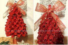 Árbol de Navidad hecho con tubos de cartón