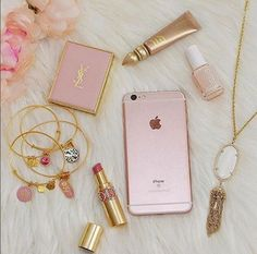 Imagem de pink, iphone, and makeup Pink Love, Pretty In Pink, Rose Gold Aesthetic, Vintage Pink, What's In My Purse, Tout Rose, Accessoires Iphone, Just Girly Things, Pink Things
