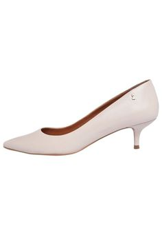 fa24212860 Scarpin Santa Lolla Salto Baixo Bege. Sapatos ...