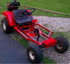 Using a Riding Lawn Mower to Build Your Own Go Kart. 8 steps guide on building your own DIY lawn mower go kart. Build A Go Kart, Diy Go Kart, Go Kart Rims, Homemade Go Kart, Go Kart Plans, Go Kart Racing, Riding Lawn Mowers, Karting, Mini Bike