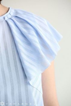 Blouse with Pleated Sleeve Sleeves Designs For Dresses, Sleeve Designs, Blouse Designs, Fashion Details, Diy Fashion, Womens Fashion, Fashion Design, Sewing Sleeves, Diy Clothes