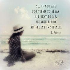 если вы устали говорить, посидите рядом со мной в тишине