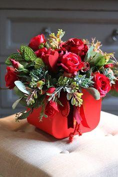 Rose Flower Arrangements, Centerpieces, Table Decorations, Dahlia Flower, Topiary, Floral Design, Art Floral, Christmas Wreaths, Happy Birthday